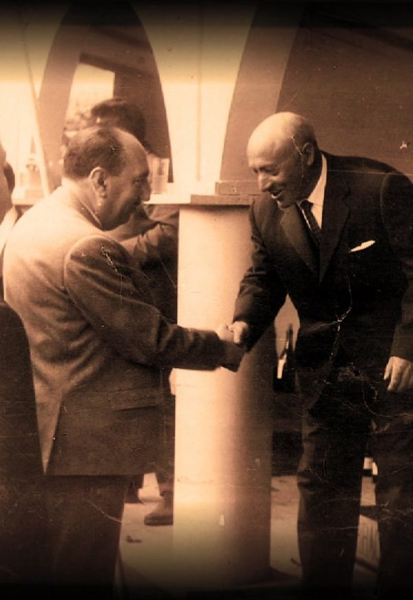 Saludando a autoridades en Feria Ribeiro 1964
